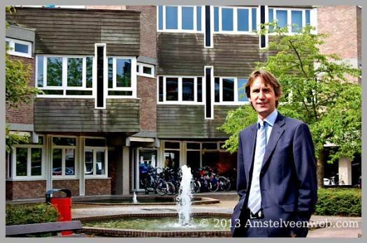2013-Herbert Raat voor Raadhuis Amstelveen