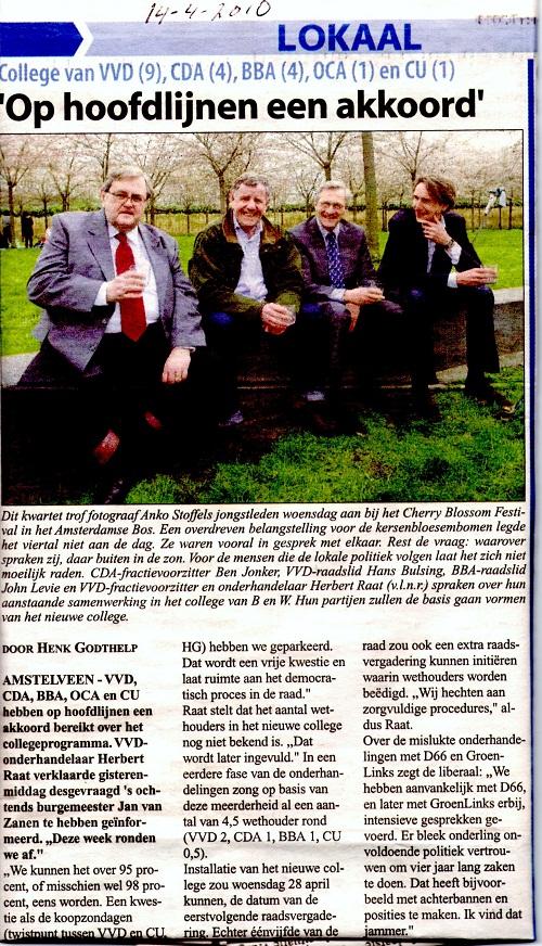2010-14-4 Amstelveens Nieuwsblad over de onderhandelingen in Amstelveen-Ben Jonker, Hans Bulsing, John Levie en Herbert Raat