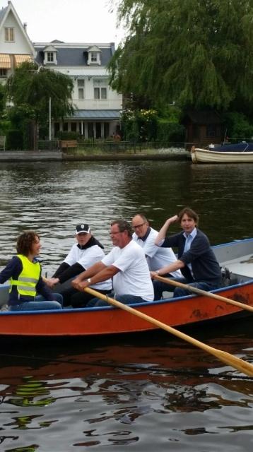 2015-Maaike Veeningen Jeroen Brandes Rein Schurink Peter Bot Herbert Raat in een bootje op de Amstel