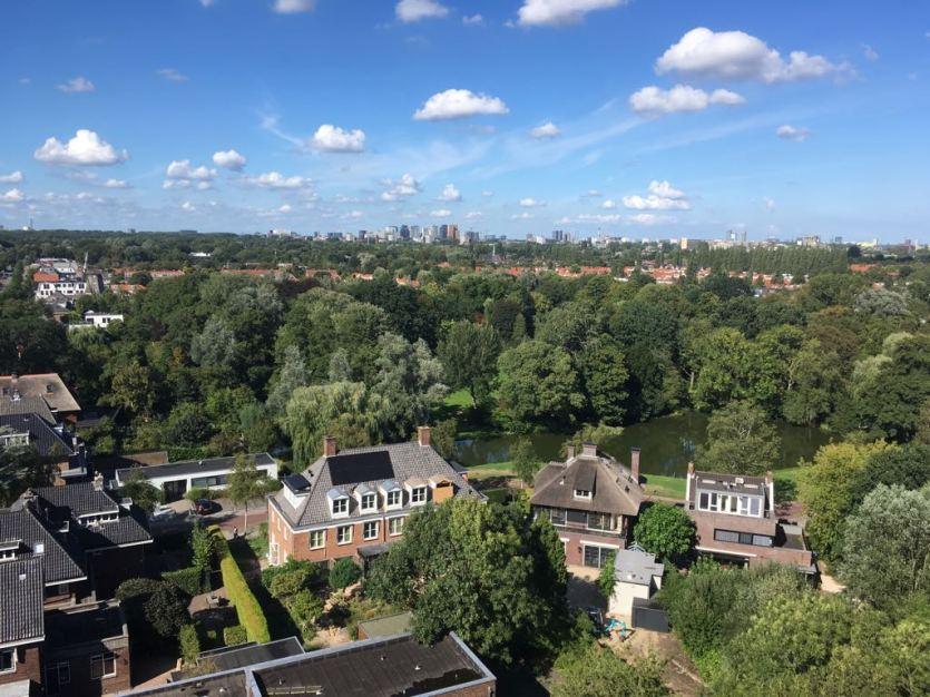 2018-Uitzicht op Amstelveen en Amsterdam vanuit de Annakerk. Foto genomen door Anne-Fleur Pel