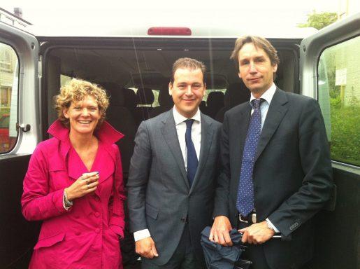 2012-julia-wouters-lodewijk-asscher-herbert-raat-leerplichtbus