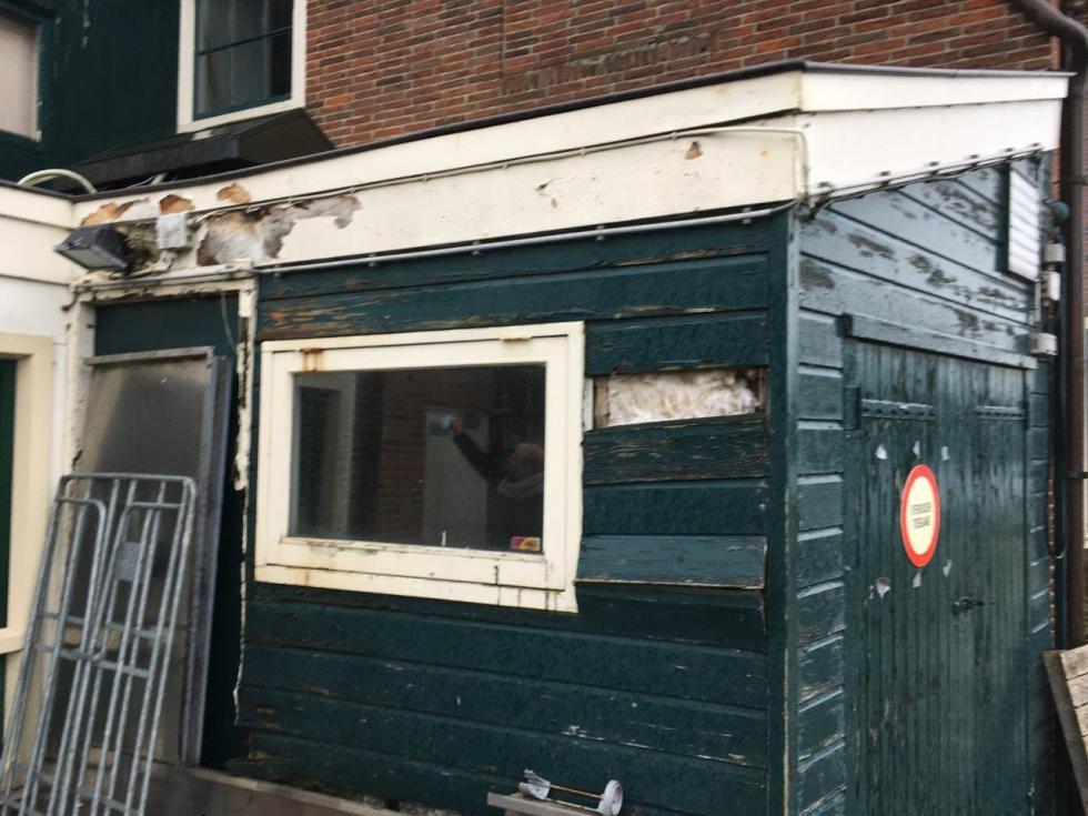2018-Het Jagershuis: op diverse plekken houtrot in de aanbouw