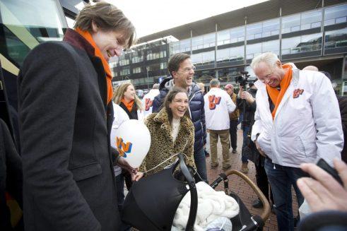 2018-Vrolijk moment met Paul Feenstra, zijn dochter, kleinkind en Mark Rutte