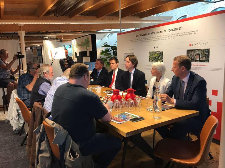 2018-22-5 Nieuw College B&W Amstelveen Rob Ellermeijer, Marijn van Ballegooien, Herbert Raat, Floortje Gordon en Frank Berkhout