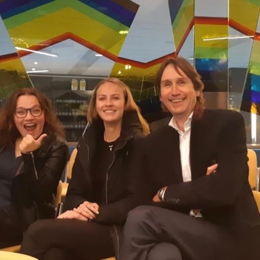 2019-Keetje Raat en Herbert Raat in de raadszaal van Amstelveen