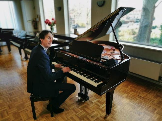 2019-30-12: Herbert Raat bij Van Kerkwijk piano's in Amstelveen