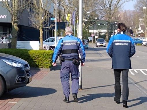 2020-Herbert Raat op pad met handhaving Amstelveen Corona