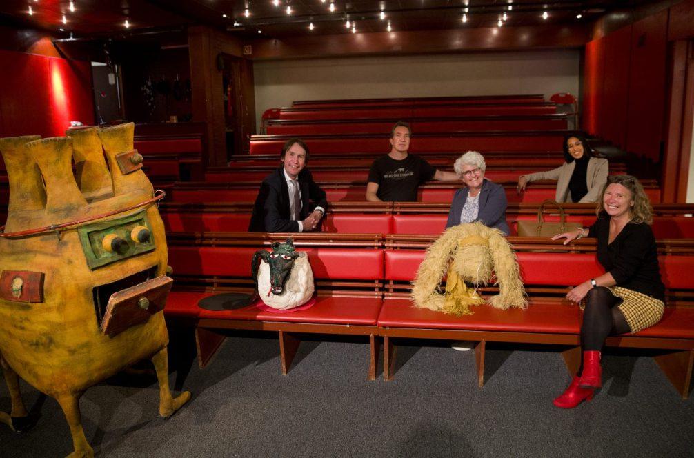 2020-Bezoek aan Amstelveens Poppentheater; Herbert Raat, Anne-Mieke van der Vet, Myrte Schuuring en Rubiah Balsem