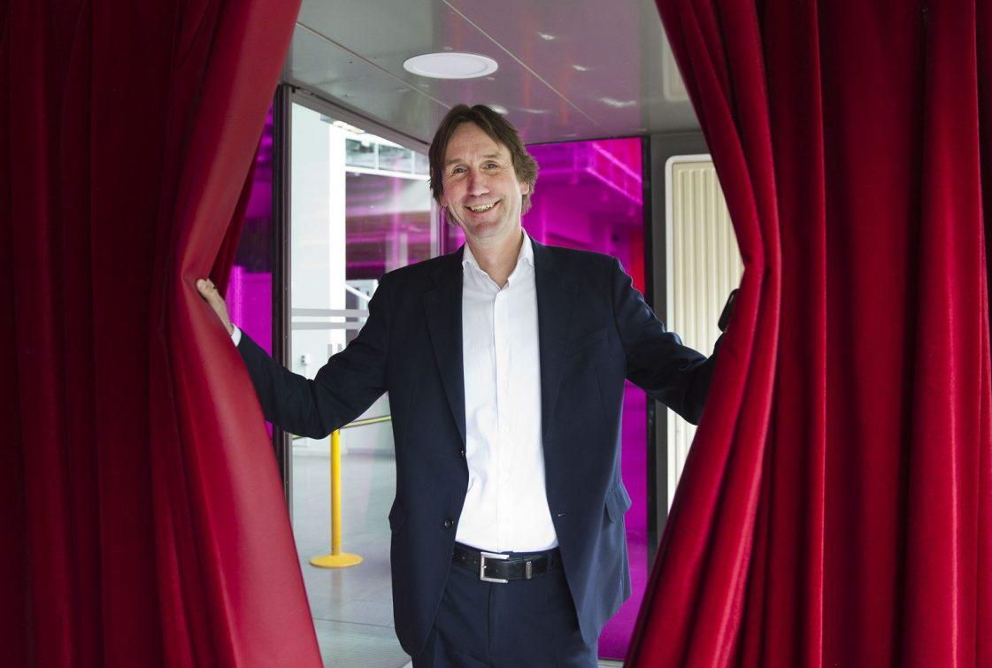 2020-Wethouder Herbert Raat kunst en cultuur bij Schouwburg